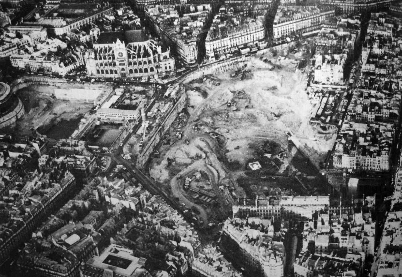 <p>@ Le chantier des Halles, Paris, 1972-1973. Auteur inconnu.</p>